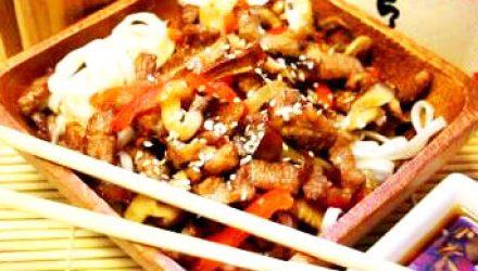 Говядина с рисом и грибами под устричным соусом
