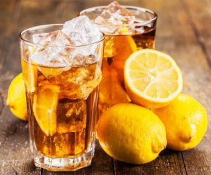 Насыщенный холодный лимонный чай