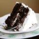 Шоколадный торт со сливками